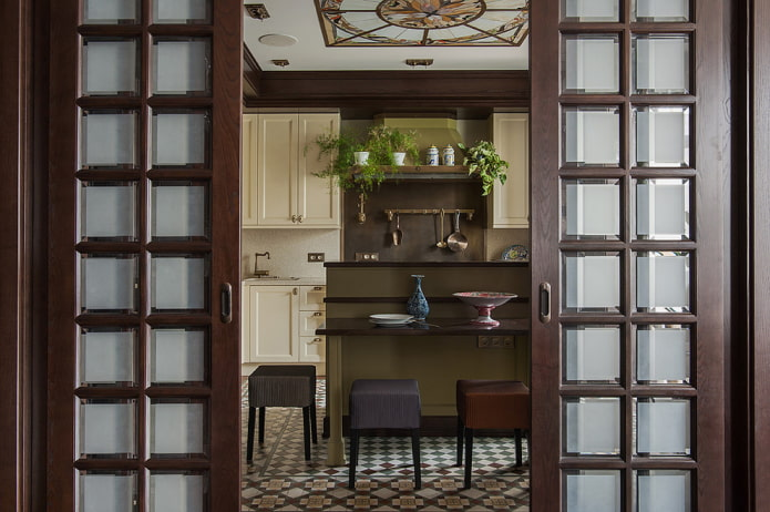 portes avec inserts carrés en verre