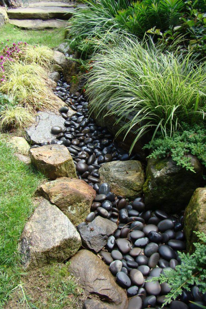 Tout ou partie des pierres peut être ouvert avec de la peinture ou du vernis hydrofuge pour obtenir un effet mouillé
