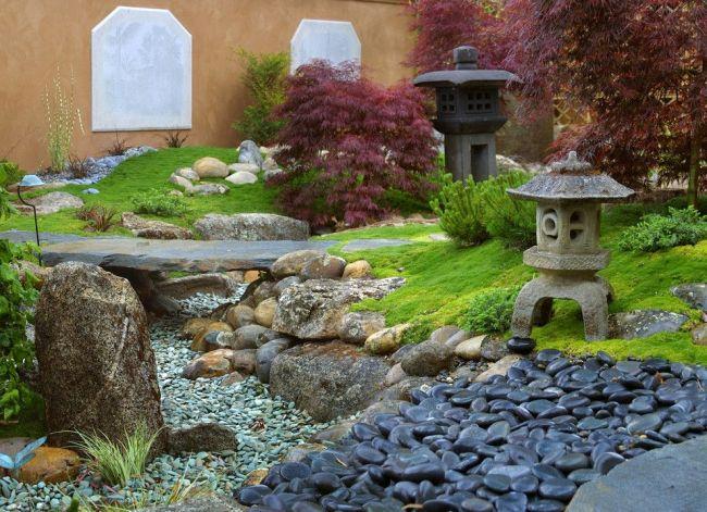 Dry Stream vous permet de mélanger plusieurs styles traditionnels issus de différentes cultures du monde dans la conception d'une parcelle de jardin.