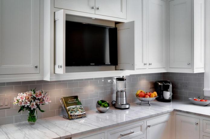 Étagère TV à l'intérieur de la cuisine
