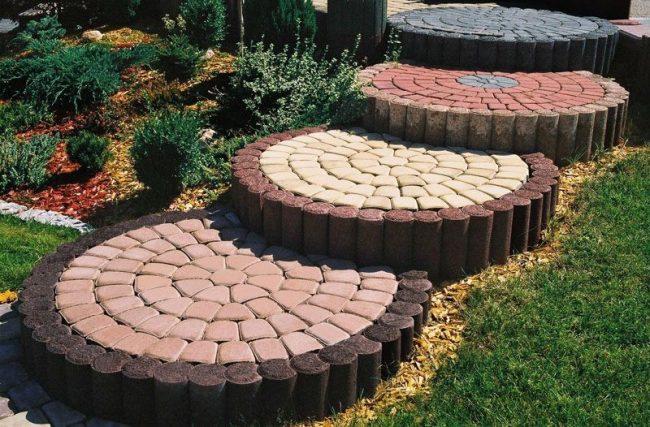 L'utilisation de dalles de pavage vibropressées dans la conception des allées de jardin à la campagne