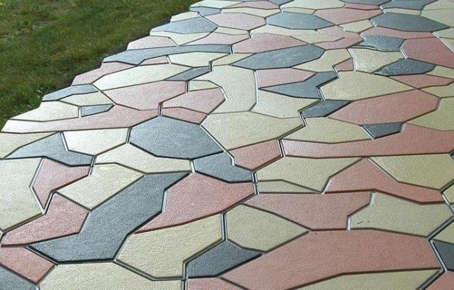 Combinaison de dalles vibrocast de différentes couleurs