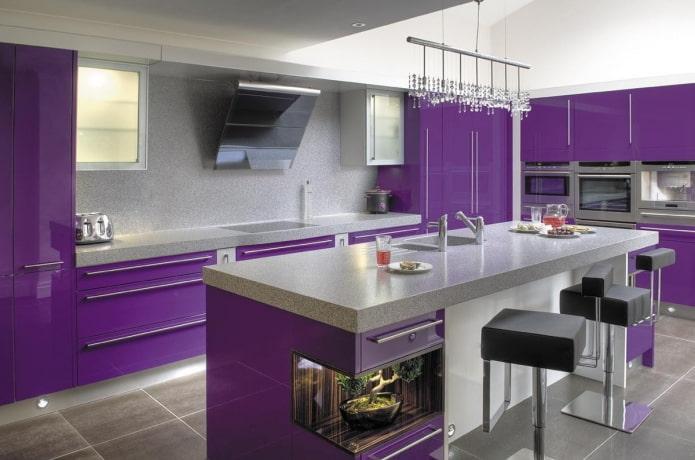 conception de cuisine dans des tons gris-violet