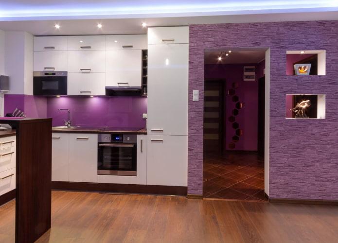 finition de la cuisine dans des tons violets