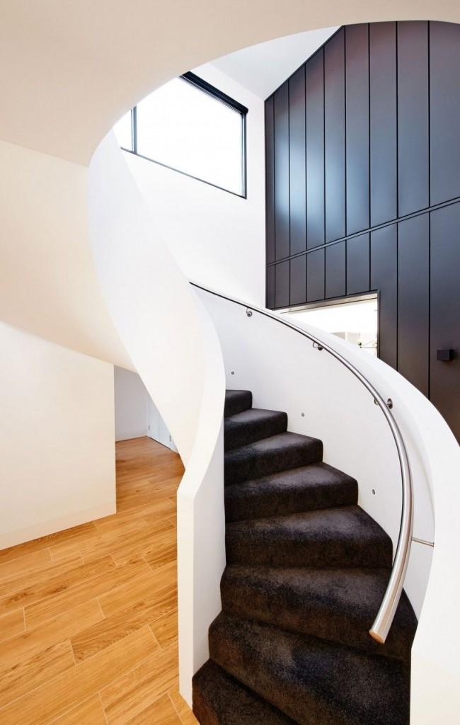 Escalier en colimaçon avec garde-corps