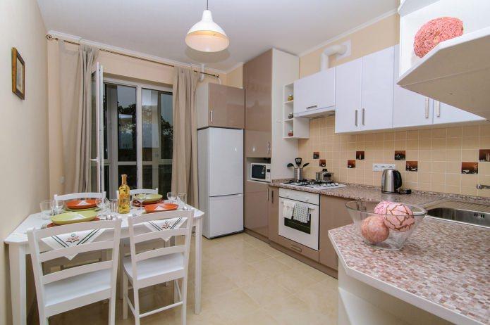 table de cuisine en MDF à l'intérieur de la cuisine
