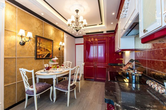Table à manger à l'intérieur de la cuisine dans un style classique