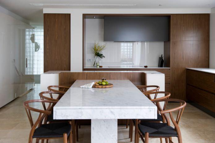 table de cuisine en pierre à l'intérieur de la cuisine