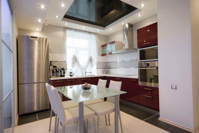 Table en verre à l'intérieur de la cuisine