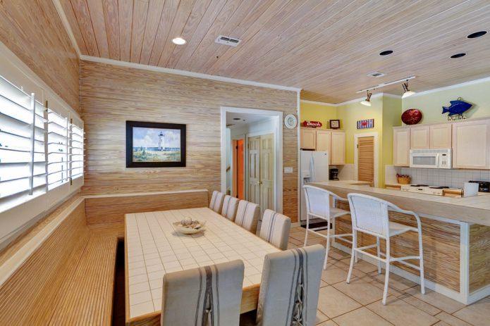 table avec des carreaux de céramique à l'intérieur de la cuisine