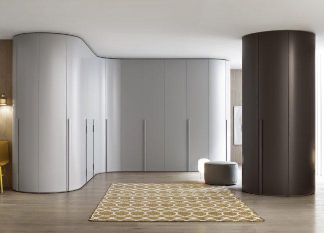 Armoire radiale dans un intérieur de style minimalisme