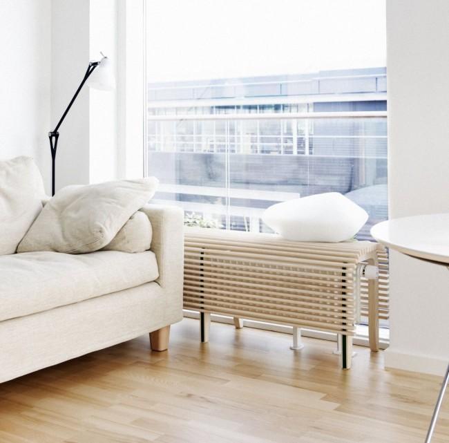 Paravent en bois articulé pour un radiateur de chauffage dans un intérieur moderne