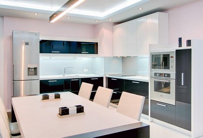 Casque noir et blanc de style moderne