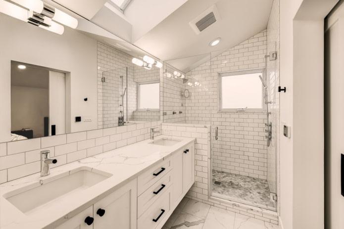 Salle de douche dans une maison privée