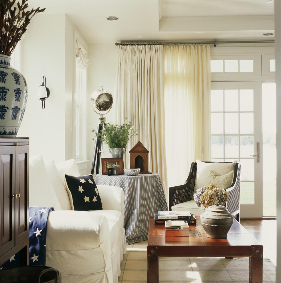 Les rideaux légers ajoutent de la complétude aux intérieurs de style champêtre