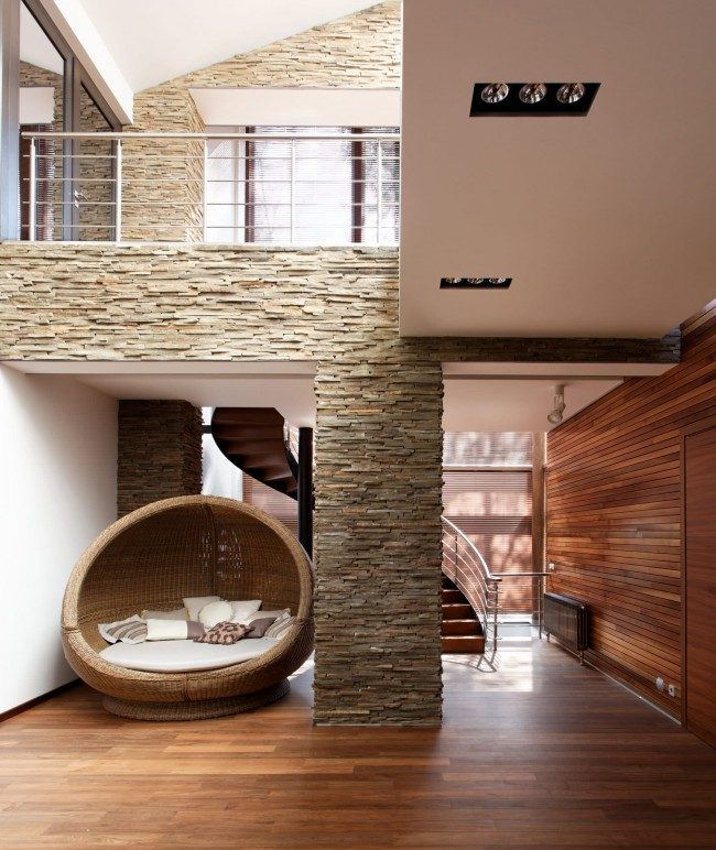 Colonne de mosaïque - ce décor est souvent choisi en consultation avec le designer et se trompe rarement