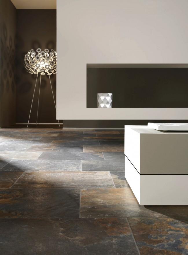 Des pierres naturelles, l'ardoise a les avantages de la décoration.  Il est également utilisé comme matériau de toiture.