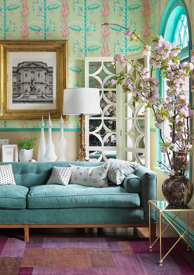 Couleur turquoise dans différentes nuances dans la conception d'un salon confortable