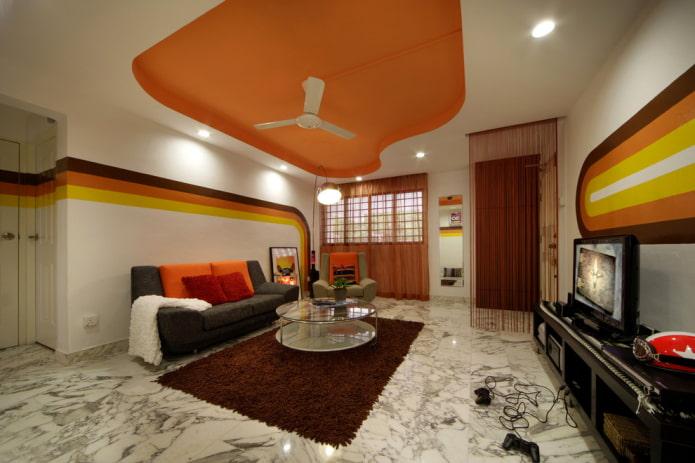 plafond en plaques de plâtre bicolore dans le hall
