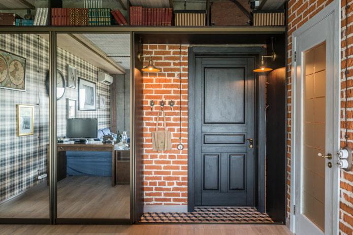 porte d'entrée dans le couloir dans le style loft