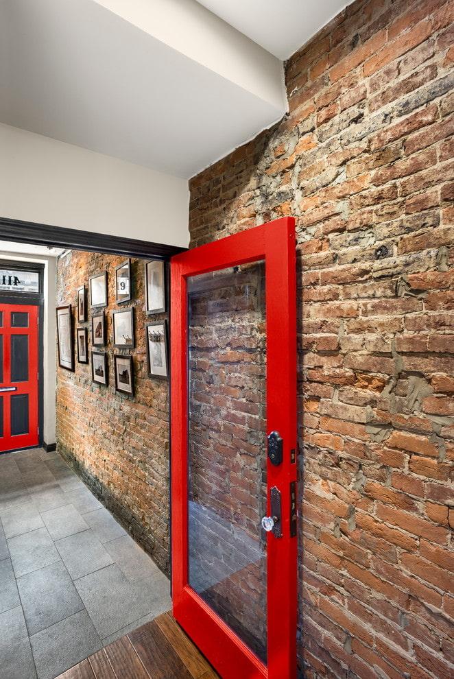 portes à l'intérieur dans le style loft