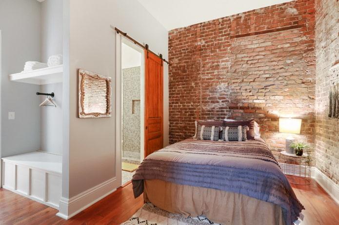 portes en bois à l'intérieur dans le style loft