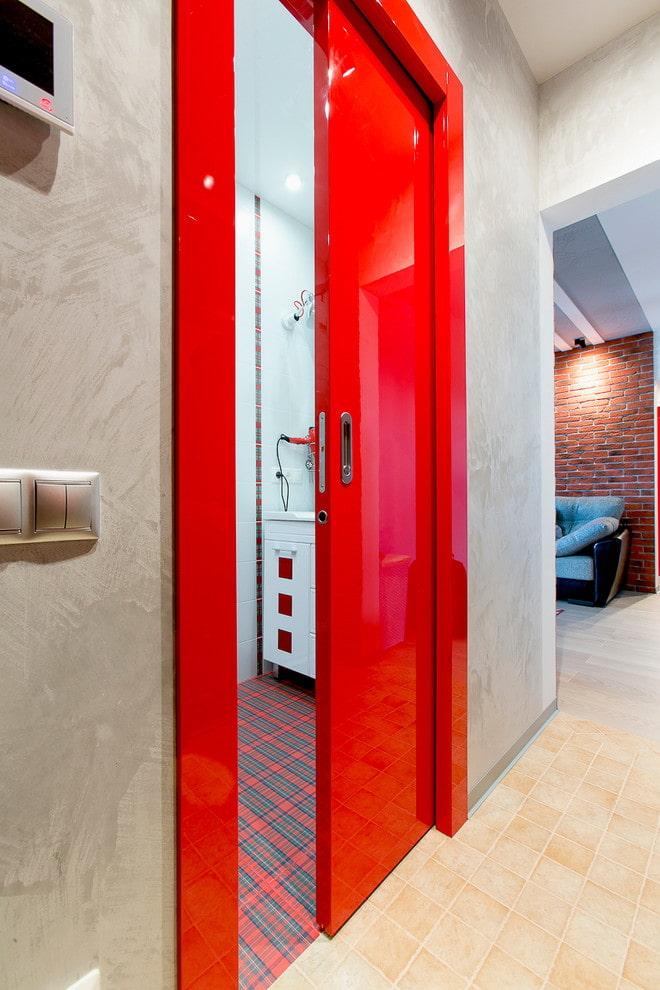 portes rouges à l'intérieur dans le style loft