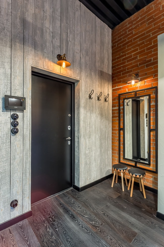 portes noires à l'intérieur dans le style loft