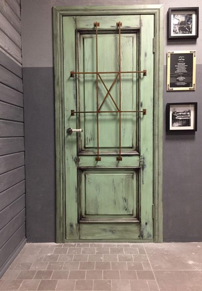 portes vertes à l'intérieur dans le style loft