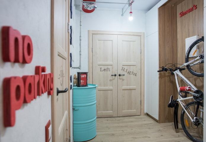 portes avec inscriptions à l'intérieur dans le style loft