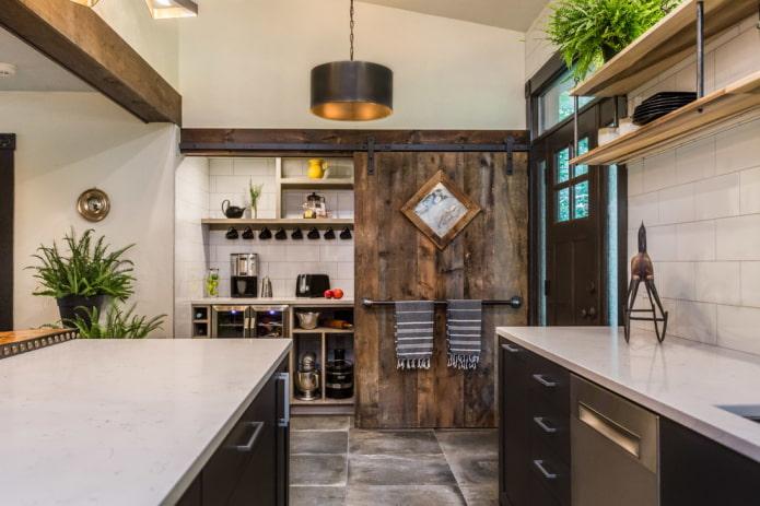 porte en planches dans une cuisine de style loft