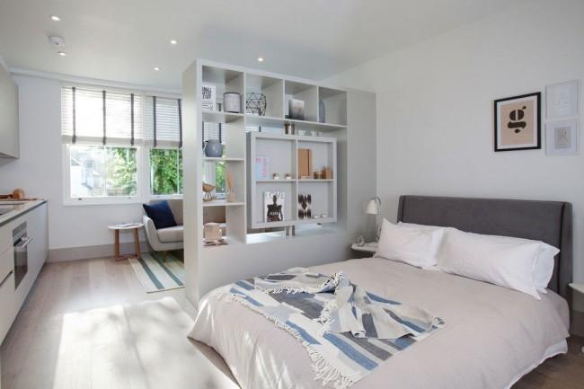 Petit appartement au zonage confortable dans un style scandinave froid