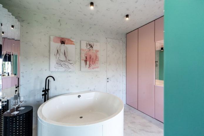 Peintures dans la salle de bain