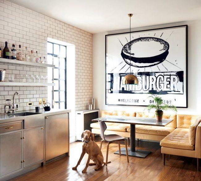 Canapé d'angle marron élégant pour la cuisine
