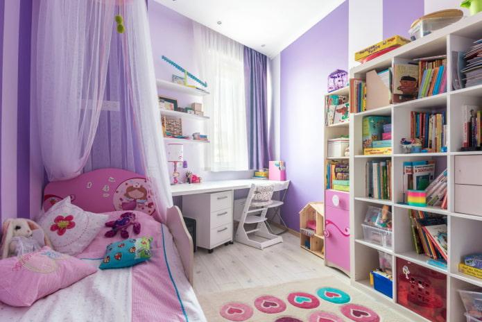 Chambre d'enfant dans les tons violet et rose