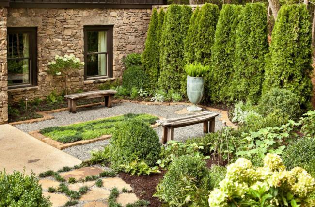 Paysage classique dans une petite cour