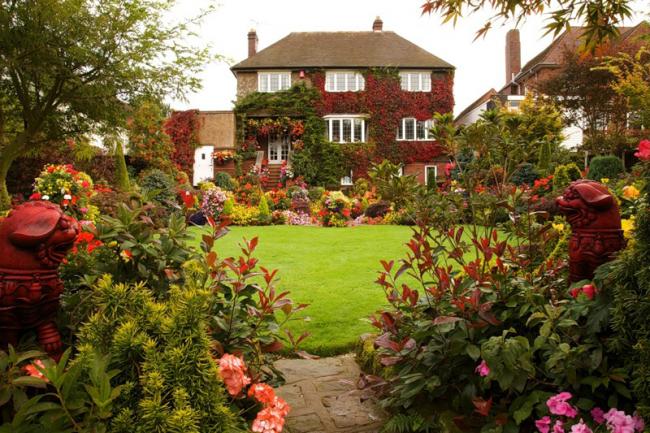 Style le plus pittoresque, combinant de nombreuses plantes vivaces et annuelles