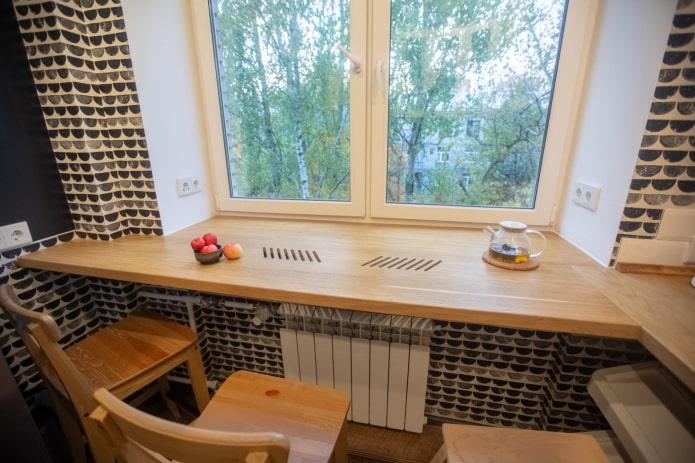 grande fenêtre dans la cuisine