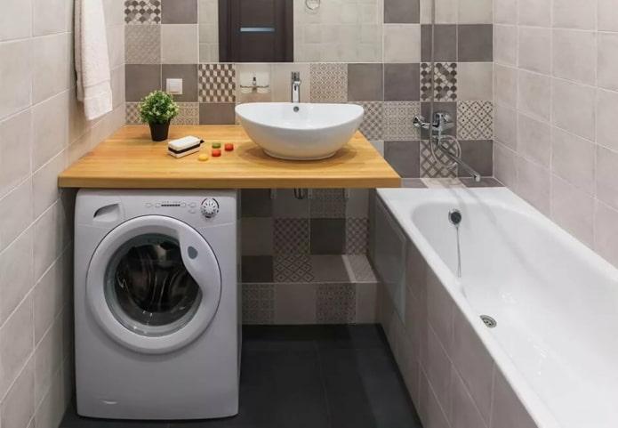 machine à laver sous un plan de travail en bois
