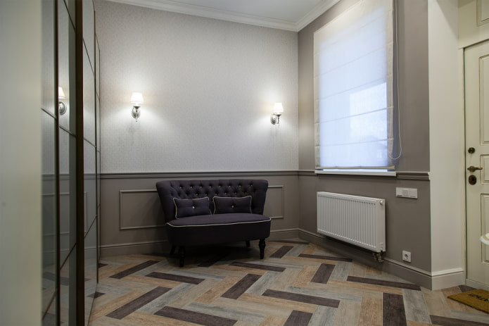 finition du sol dans le couloir à l'intérieur de la maison