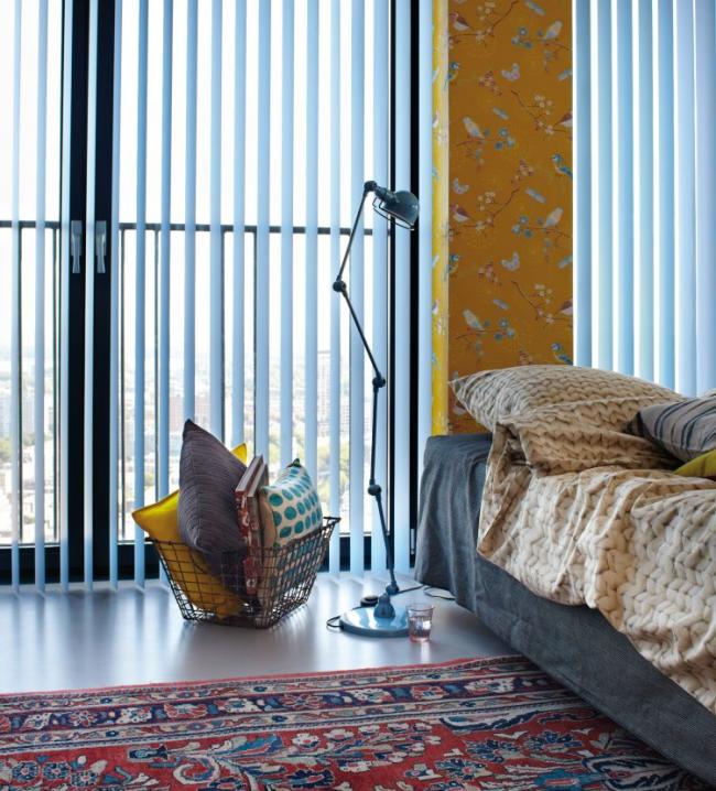 Belle combinaison de couleurs à l'intérieur de la chambre