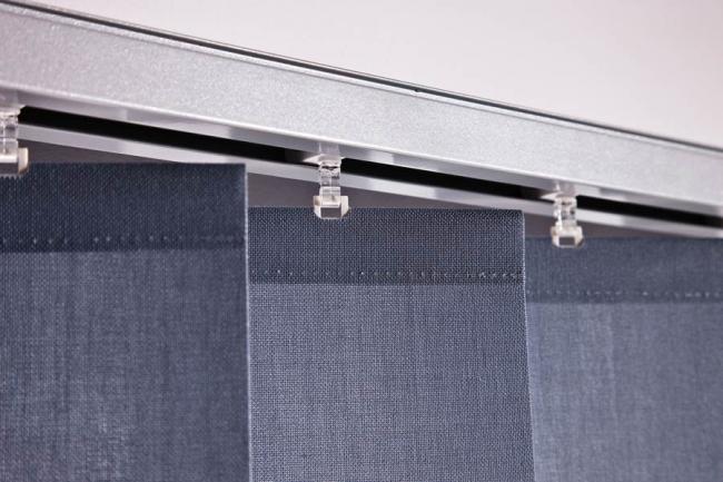 La durabilité et la résistance aux effets néfastes de l'humidité et de la lumière sont les caractéristiques les plus importantes du tissu pour stores verticaux.