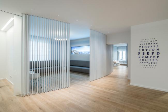 Appartement spacieux décoré dans un style minimaliste