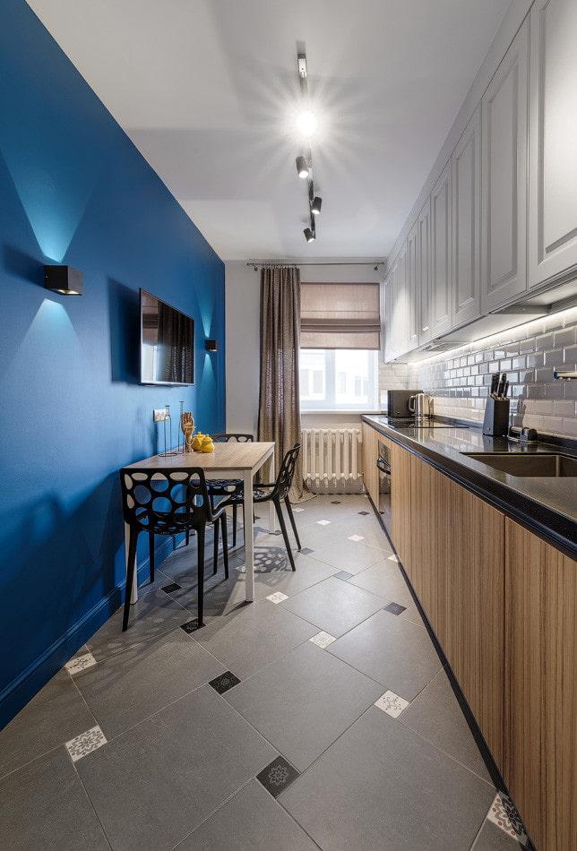 cuisine avec mur bleu