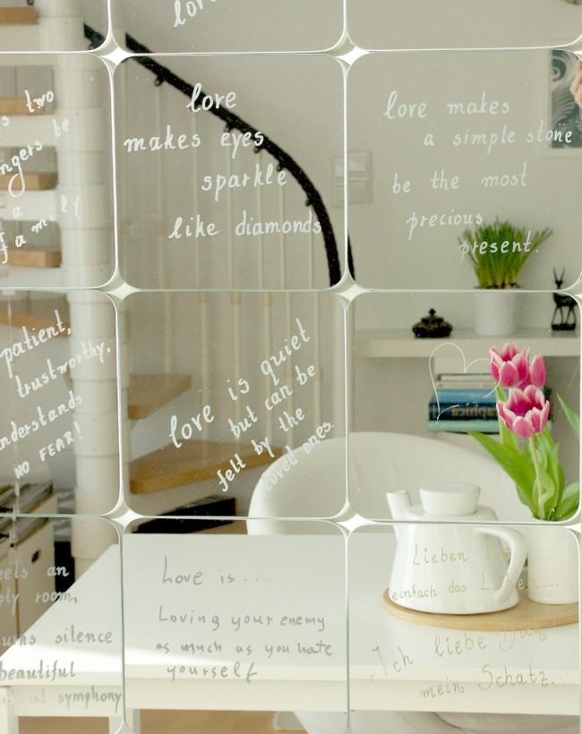 A l'aide d'un miroir, vous pouvez faire un accent décoratif, le reflet des objets et des éléments sera accompagné de l'effet original d'asymétrie