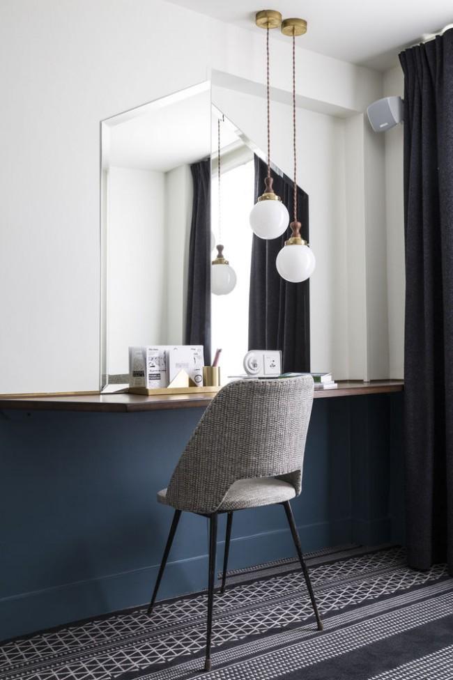 Un miroir rectangulaire sans cadre s'adaptera à presque toutes les pièces.