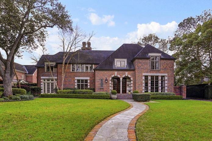 belle façade en brique de style classique