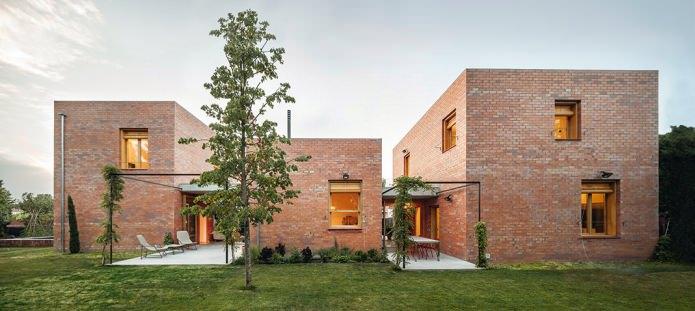 belle façade en brique de style moderne
