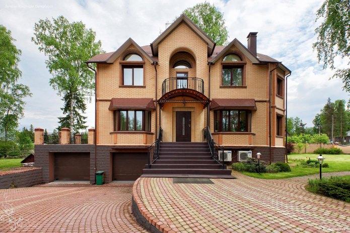 conception de maison en briques de brique jaune