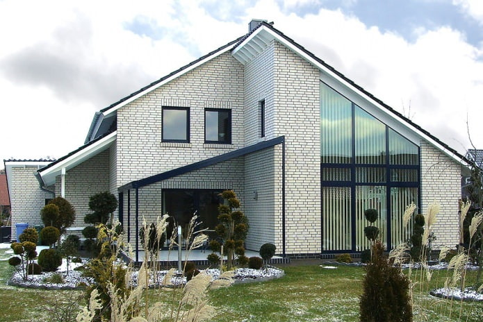 belle façade en briques blanches